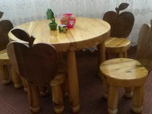 میز و صندلی چوبی طرح سیب
